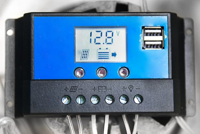 How does a charge controller work